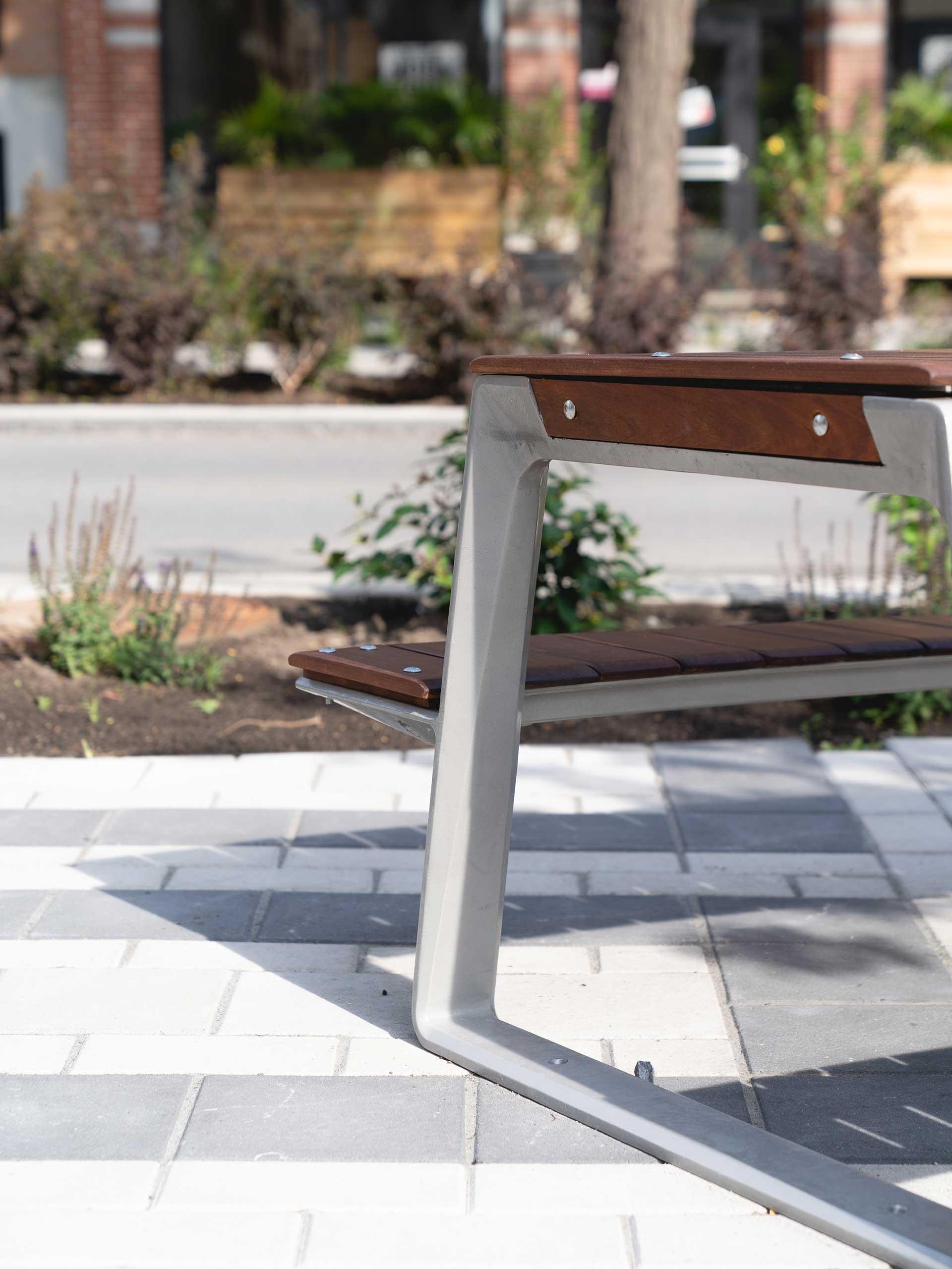 Avenue Shamrock table détail pied