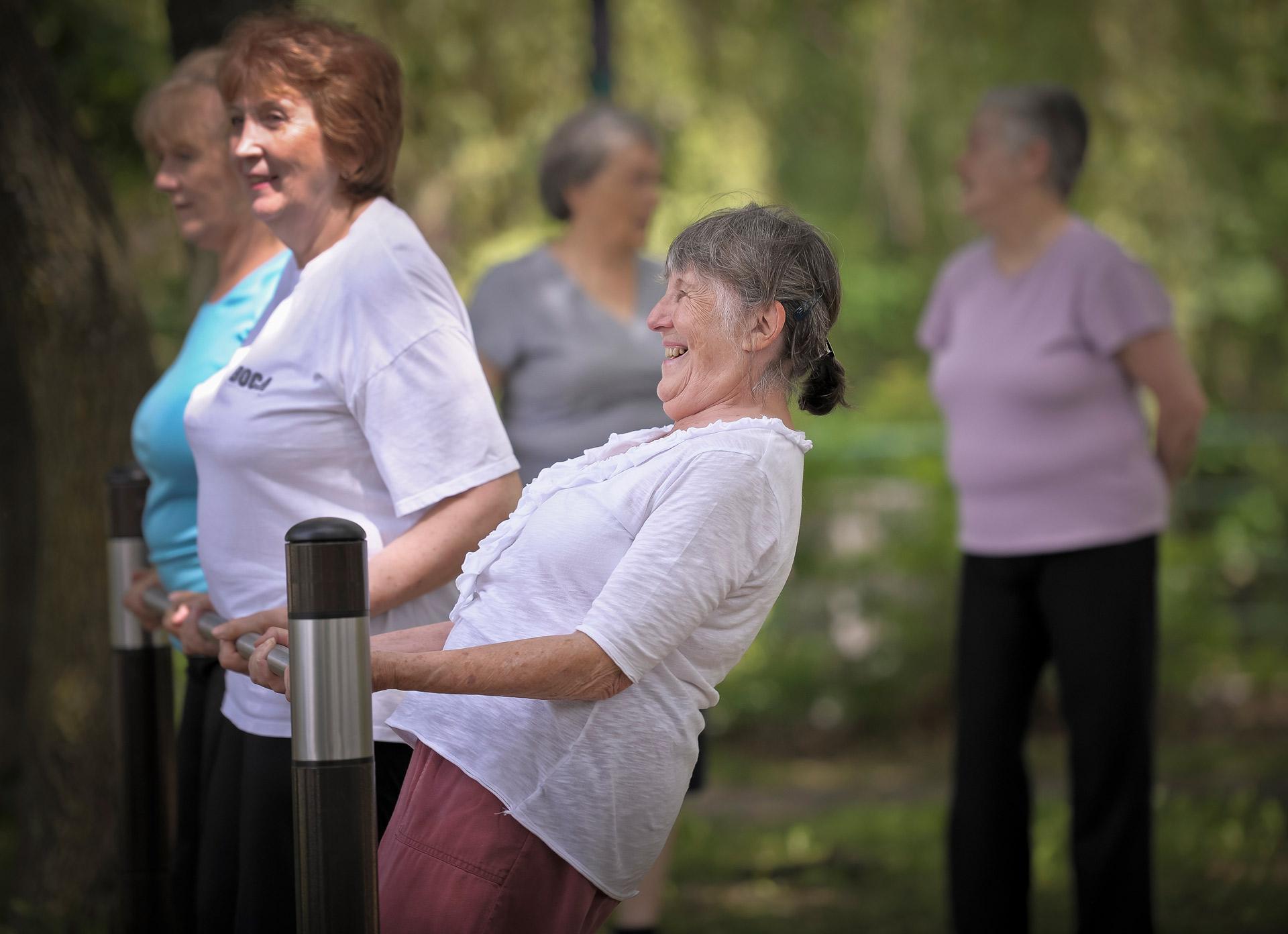 Femmes âgées sport exercice