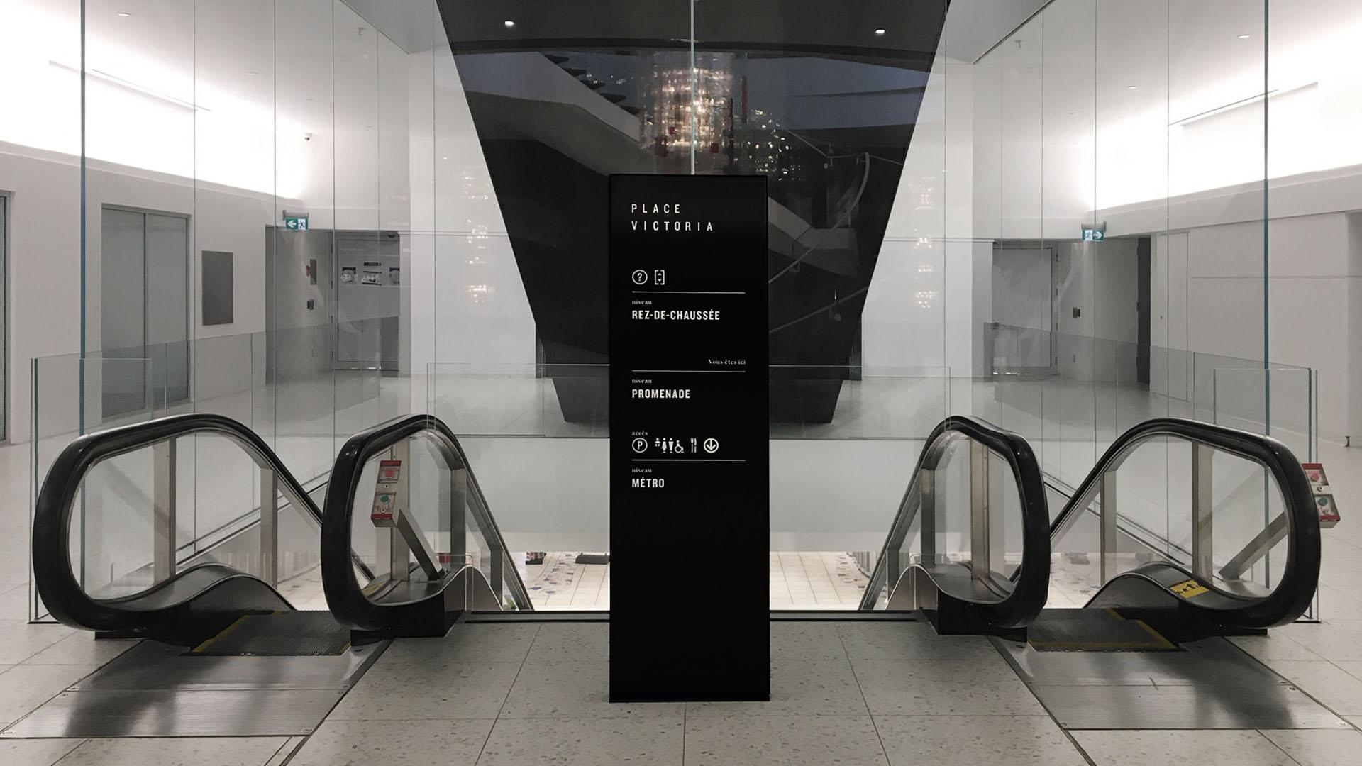 place victoria signalétique stèle intérieure